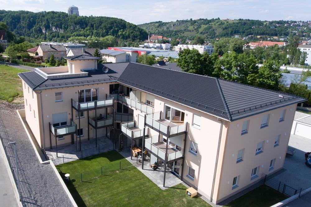 Wohnbau Ferstl Drohnenansicht Garten von oben